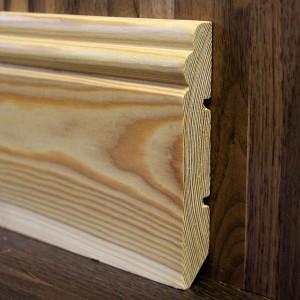 Фигурный массивный плинтус лиственница 120×18мм