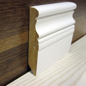 Плинтус фигурный белый со вставкой 100×20мм