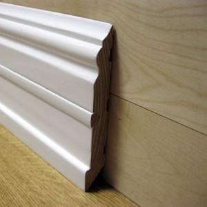 Плинтус фигурный белый со вставкой 120×20мм